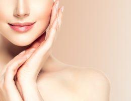 ヨガには美肌効果がある?!美肌に効果的なポーズ紹介します。
